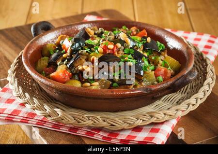 Caponata. Aubergine sicilienne plat. L'alimentation de la Sicile Banque D'Images