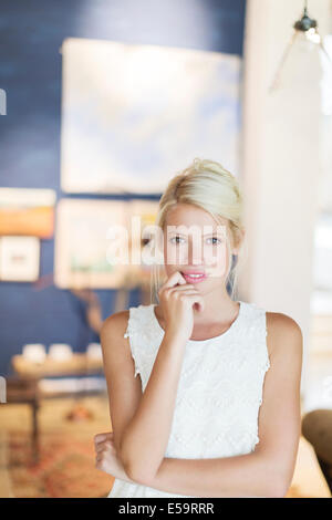 Woman holding her chin in hand Banque D'Images