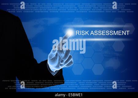 Par contre l'évaluation des risques d'affaires en poussant le bouton sur une interface d'écran tactile Banque D'Images