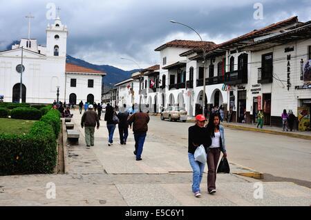 Cathédrale - Plaza de Armas à CHACHAPOYAS . Ministère de l'Amazonas .PÉROU Banque D'Images