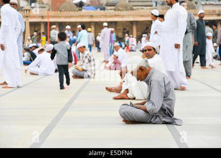 Ahmedabad, Inde. 29 juillet, 2014. Les musulmans célèbrent l'Aïd al-Fitr qui marque la fin du mois de Ramadan, l'Aïd Banque D'Images