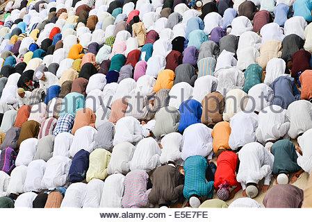 Jama Masjid, Ahmedabad, Inde. 29 juillet, 2014. Les musulmans célèbrent l'Aïd al-Fitr qui marque la fin du mois Banque D'Images
