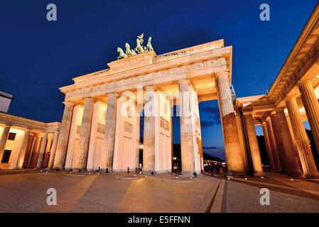 Allemagne, Berlin: la porte de Brandebourg par nuit Banque D'Images