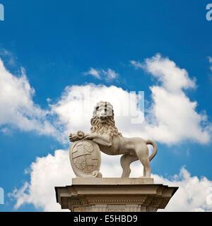 Lion sculpture près de Donderberg Palace, Nordkirchen, Westmünsterland, Münsterland, Rhénanie du Nord-Westphalie, Allemagne