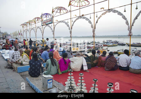 Ganga Pooja, Dashashwamedh Ghat, Varanasi, Benares, Uttar Pradesh, Inde Banque D'Images