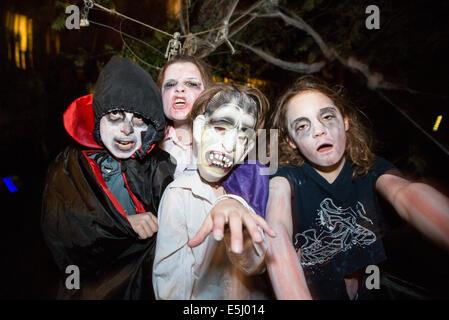 Les enfants s'habille pour l'Halloween Banque D'Images