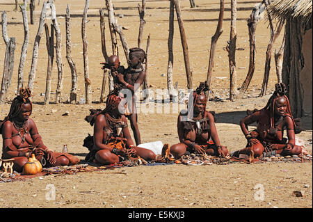 Jeune fille himba, opuwo, Namibie Photo Stock - Alamy