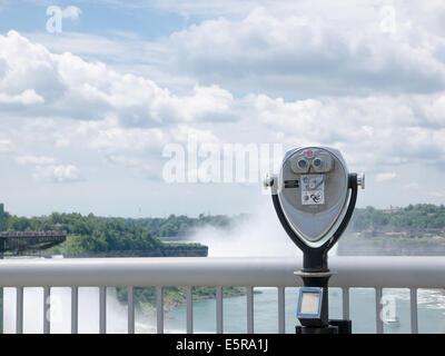 Niagara Falls du le pont en arc-en-ciel Banque D'Images