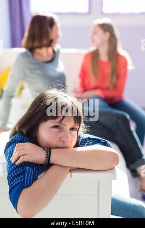 Triste petite fille de 9 ans. Banque D'Images