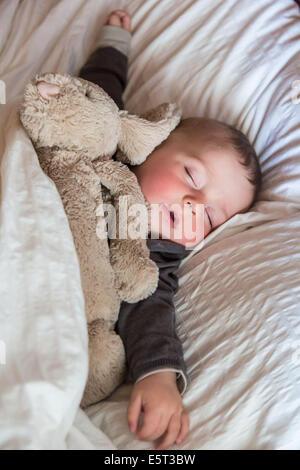 Bébé de 7 mois garçon endormi. Banque D'Images