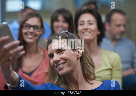 Groupe de personnes taking self portrait photograph Banque D'Images