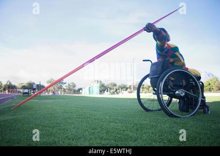 Lanceur de javelot en fauteuil roulant Banque D'Images