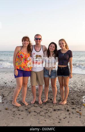 Les jeunes adultes, adolescents, Capistrano Beach, alias Capo Beach, ville de Dana Point, l'Orange County, California, Banque D'Images