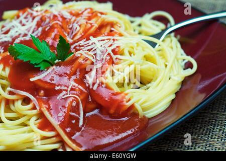 Spaghetti à la sauce tomate, sauce pour pâtes Banque D'Images