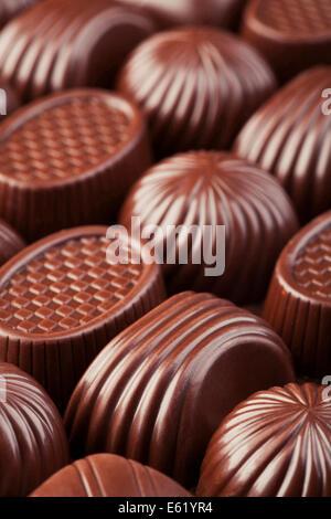 Un assortiment de délicieux chocolats background