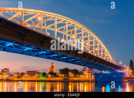 Pont John Frost (John Frostbrug en néerlandais) est le pont routier sur le Rhin inférieur à Arnhem, aux Pays-Bas.