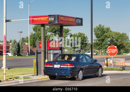 La Wells Fargo Bank Drive-thru ATM, USA Banque D'Images