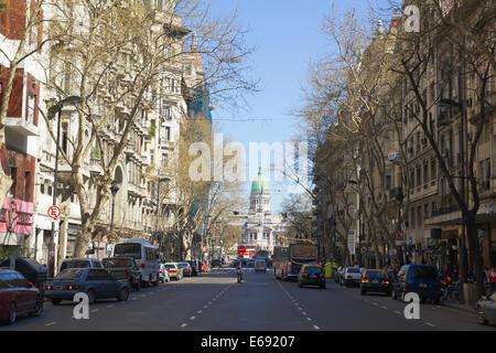Avenue mai 13 septembre 2012 à Buenos Aires, Argentine. Street relie la maison rose avec le Congrès, Banque D'Images