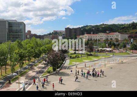 BILBAO, ESPAGNE - 10 juillet 2014: personnes non identifiées dans le centre de Bilbao, Pays Basque, Espagne. Banque D'Images