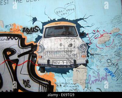 Trabant,gdr,chute du mur de Berlin, east side gallery Banque D'Images