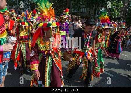 Les participants à la Karneval der Kulturen (Carnaval des Cultures), l'un des principaux festivals urbains à Berlin Banque D'Images
