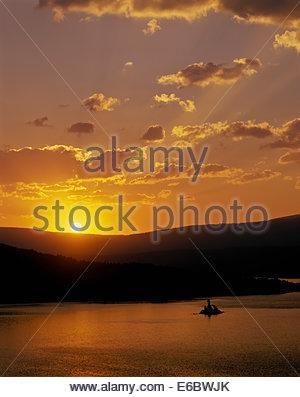 Le lever du soleil sur Saint Mary Lake dans le Parc National de Glacier dans le Montana, USA Banque D'Images
