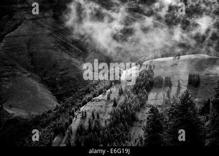 Joseph Canyon Overlook avec effacement de nuages de pluie, de l'Oregon Banque D'Images