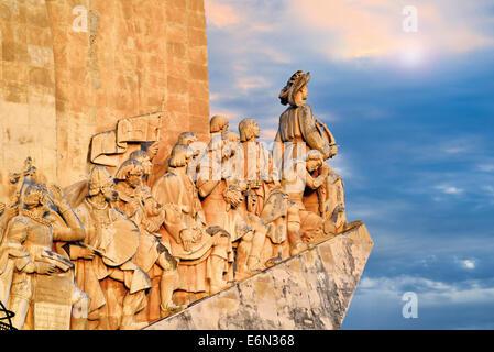 Portugal, Lisbonne: Détail des découvertes Monument avec ciel nuageux Banque D'Images