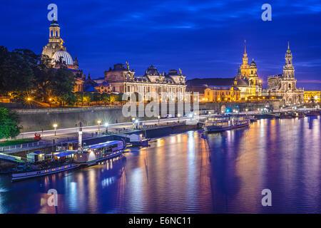 Dresde, Allemagne cityscape, sur l'Elbe. Banque D'Images