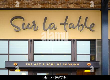 ANN Arbor, MI - Août 24: Sur La Table, dont le magasin d'Ann Arbor est affiché le 24 août 2014, a plus de 100 magasins Banque D'Images