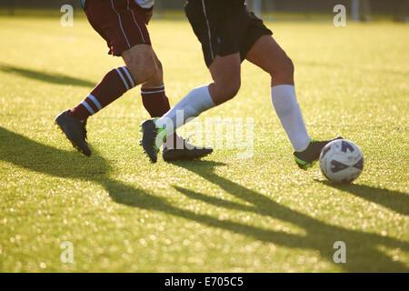 Les joueurs de foot ball pour la lutte contre Banque D'Images