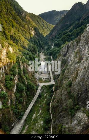 Vous pouvez facilement rejoindre le lac Vidraru en suivant la Transfagarasan Rode. Lac Vidraru a un air de 893 hectares et il est de 155 m