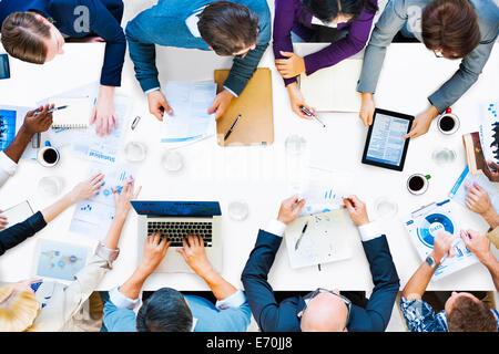 Affaires diverses personnes sur une réunion Banque D'Images