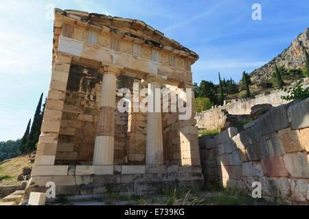 Trésor des Athéniens, Delphi, UNESCO World Heritage Site, Péloponnèse, Grèce, Europe Banque D'Images