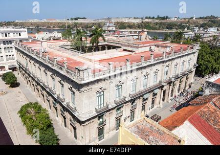 Vue sur le toit de l'hôtel Palacio de los Capitanes Generales, le centre-ville de La Havane, Cuba, maintenant le Banque D'Images
