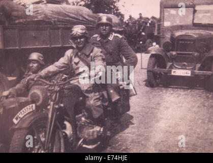 L'Allemagne. Sep 6, 2014. Vers 1942: les soldats allemands équitation dans une moto avec side-car, le Front de l'Est. La reproduction de photos anciennes. © Igor Golovniov/ZUMA/Alamy Fil Live News
