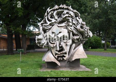 Monument Beethoven à l'avant de la salle Beethoven à Bonn, Allemagne, Europe Banque D'Images