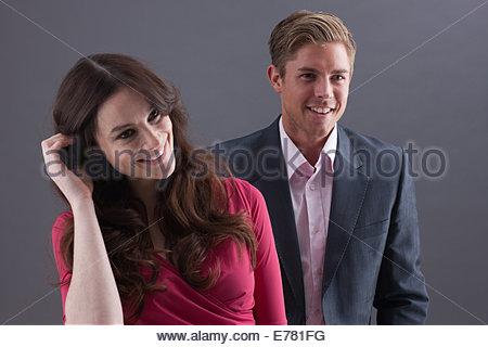 Couple sur fond noir Banque D'Images
