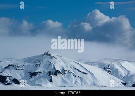 Harfursey dans la neige, Myrdalssandur, le sud de l'Islande Banque D'Images