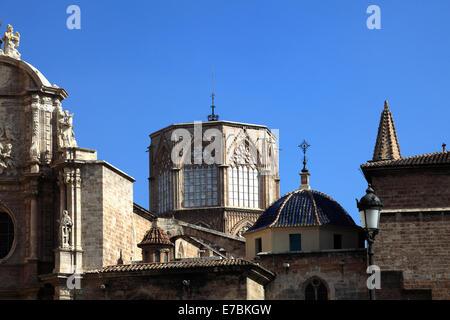 Détails extérieurs de la cathédrale Santa Maria et de la tour, la place de la Reine la ville de Valence, en Espagne, en Europe.