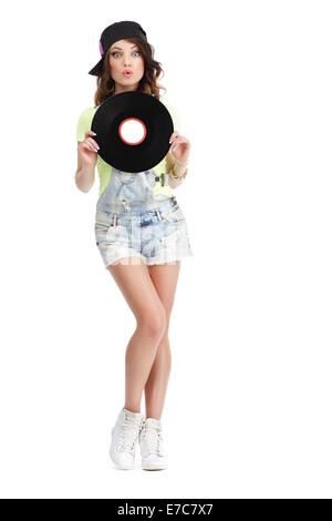 Jolie jeune femme en jeans Shorts tenue Vinyl Record Banque D'Images