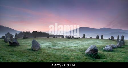 L'aube au cercle de pierres de Castlerigg, Keswick, Cumbria, Angleterre Banque D'Images