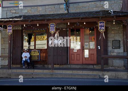 Fer à Repasser Tricorps (réputé pour être le plus vieux saloon en Californie), rue Main, Groveland, Tuolumne County, Banque D'Images