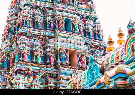 Détail de l'architecture de temple Sri Mahamariamman, près de Chinatown à Kuala Lumpur, Malaisie. Banque D'Images