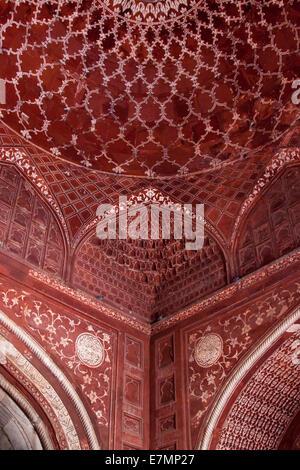 L'Inde, Uttar Pradesh, Agra, le Taj Mahal de l'intérieur de la Mosquée Banque D'Images