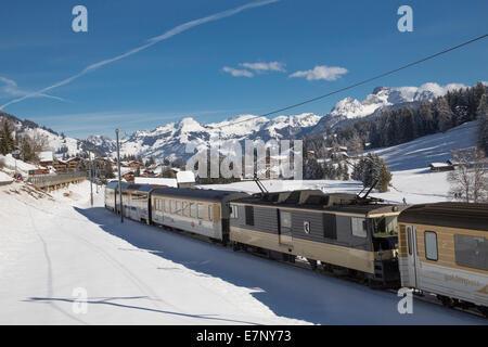 Saanenland, express, Golden Pass, Saanenmöser, montagne, montagnes, Winters, gare, train, chemin de fer, le canton Banque D'Images