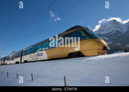 Saanenland, express, Golden Pass, Rougemont VD, montagne, montagnes, Winters, gare, train, chemin de fer, canton, Banque D'Images