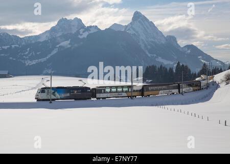 Saanenland, express, Golden Pass, Schönried, montagne, montagnes, Winters, gare, train, chemin de fer, le canton Banque D'Images