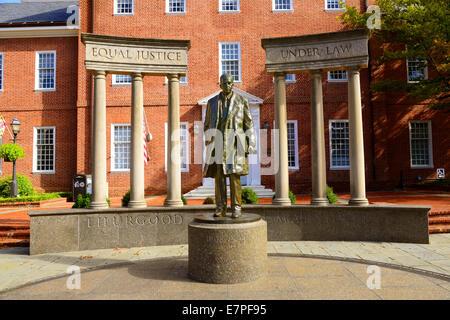 Une statue de lex juge de la cour suprême dans thurgood marshall le