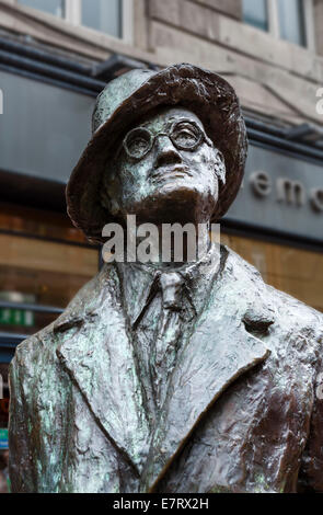 Statue de James Joyce sur Earl Street North, Dublin, République d'Irlande Banque D'Images